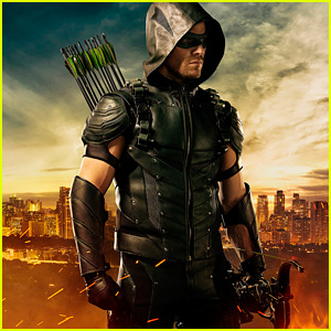 stephen-amell-green-arrow-new-suit